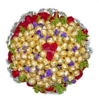 Online Rakhi Gifts in India contain Red Roses, Ferrero Rocher Bouquet with Rakhi